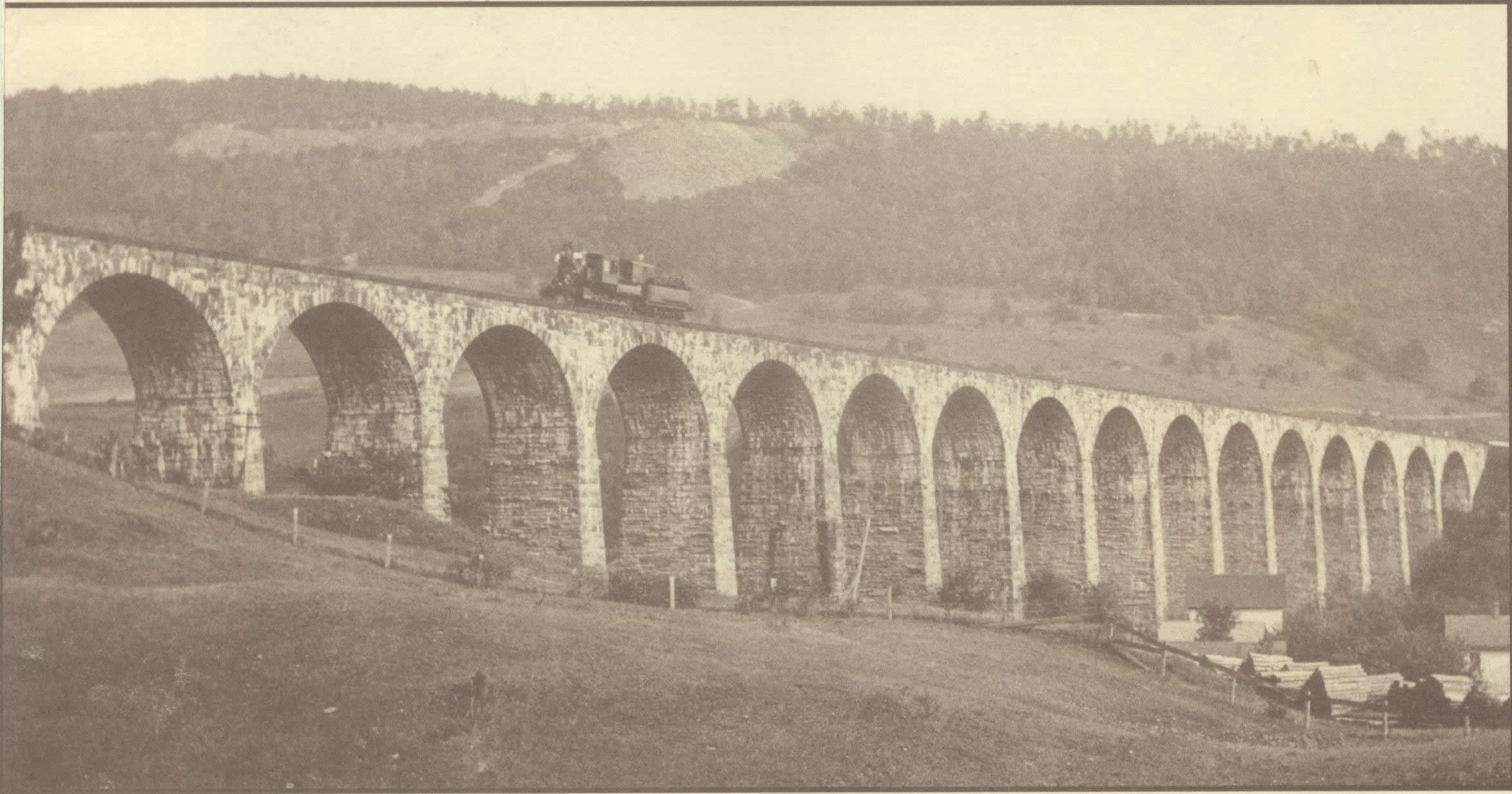 1905 Picture of the Starrucca Viaduct and train